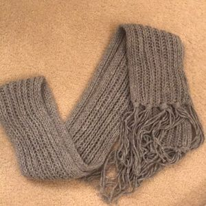 Gap Grey cable knit scarf NWT